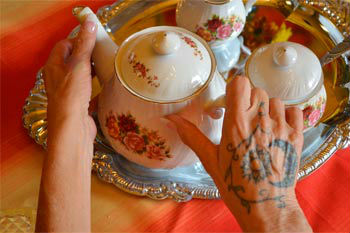 Tea Leaf Reading with Top World Psychic Petrene Soames